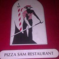 Foto tomada en Pizza Sam's por Mel S. el 12/26/2013