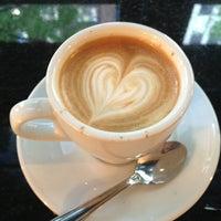 Снимок сделан в Ninth Street Espresso пользователем Bug E. 7/17/2013