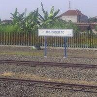Photo taken at Stasiun Mojokerto by Tina R. on 5/4/2013