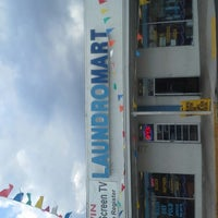 Photo taken at Laundromart of Tampa by Kirn G. on 11/11/2012