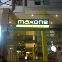 Photo taken at Maxone Hotel Jakarta by Andi N. on 12/9/2012