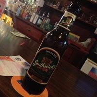 Photo prise au Joe's Irish Bar par Anne D. le5/9/2013
