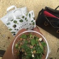 Foto tomada en Letiuz Salad Bar por Hannah Q. el 7/22/2016