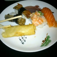 Photo taken at Sushi Laranjeiras by Marcos R. on 10/27/2012