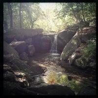Das Foto wurde bei Central Park - North Woods von rob z. am 10/20/2012 aufgenommen