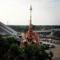 Photo taken at หลวงพ่อสวนกุหลาบ (Luang Por Suankularb, the Statue of Buddha of School) by Nuttasit K. on 4/5/2013