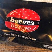 Foto tirada no(a) Beeves Burger & Steak house por Mehmet em 9/2/2018