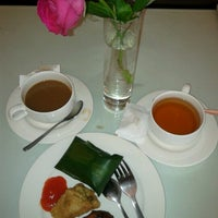 Photo taken at Executive Lounge Royal Ambarrukmo by Rhe on 6/29/2013