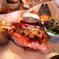 Foto tomada en Burger & Lobster por Dario M. el 5/17/2014