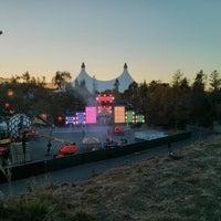 Foto tomada en Shoreline Amphitheatre por Max G. el 9/28/2013