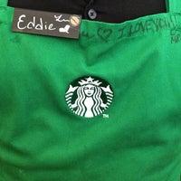 Foto tomada en Starbucks por Robert S. el 6/19/2013