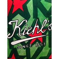 Foto tirada no(a) Kiehl's por Robert S. em 10/21/2013