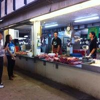 Photo taken at ตลาดแลง บ้านติ้ว by Toey W. on 8/16/2013