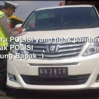 Photo taken at Ayam Penyet Surabaya & Bakar Q5 by Jansen S. on 11/26/2014