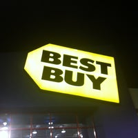 Photo taken at Best Buy by Stainy F. on 11/18/2012