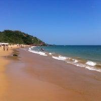Foto tirada no(a) Praia da Tartaruga por Leo b. em 12/31/2012