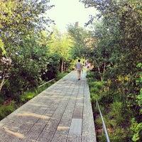7/6/2013 tarihinde Jordan B.ziyaretçi tarafından High Line'de çekilen fotoğraf