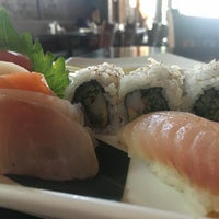 Foto diambil di Runa Japanese Restaurant oleh Tracy M. pada 9/19/2016