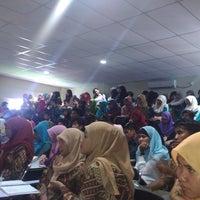 Photo taken at Universitas Bung Hatta kampus II by tridarsa r. on 5/7/2013