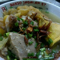Photo taken at Bakso Jagalan 87 by Gufronity M. on 1/13/2013