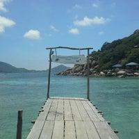 Photo taken at Koh Nang Yuan Dive Resort by Book T. on 3/19/2017