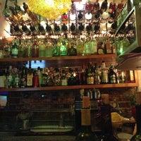 Foto tomada en Flora Lounge por Alfredo D. el 6/28/2013