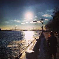 Das Foto wurde bei Detroit RiverWalk von Chris B. am 2/10/2013 aufgenommen