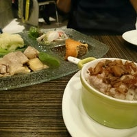 Photo taken at Hakkasan Contemporary Chinese Cuisine by Nance L. on 2/1/2015