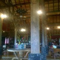 Photo taken at d'Jadul Restaurant & Bar by nukie on 1/6/2013