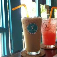 Photo taken at Coffee Villa by Junjaoo N. on 9/27/2015