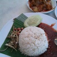 Photo taken at Restoran Darussalam by Reen B. on 11/13/2012