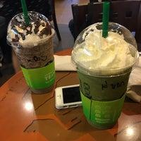 Photo taken at Starbucks by ᴺᴵᴷᴬᴺᴿᴬᴰᴬ on 10/5/2017