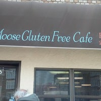 Photo prise au VaMoose Gluten Free Cafe par Eugene T. le11/17/2014