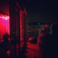 Das Foto wurde bei b2 Penthouse von ILeen am 10/3/2015 aufgenommen