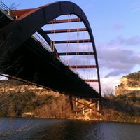 Foto tomada en 360 Bridge (Pennybacker Bridge)  por Kelli T. el 1/27/2013