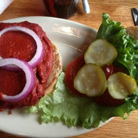 รูปภาพถ่ายที่ Mother's Cafe & Garden โดย Terri B. เมื่อ 3/23/2013