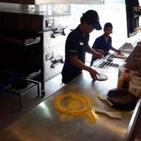 Foto scattata a Domino's Pizza da Apirat T. il 10/7/2014