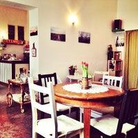 2/10/2014 tarihinde Conni B.ziyaretçi tarafından Café Jule'de çekilen fotoğraf