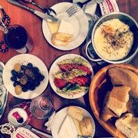 7/21/2013 tarihinde Ferhan A.ziyaretçi tarafından Çakmak Kahvaltı Salonu'de çekilen fotoğraf