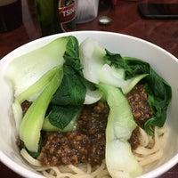 Foto tomada en Lan Zhou Handmade Noodle & Dumpling por Nicole F. el 12/30/2017