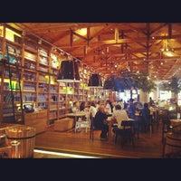 Das Foto wurde bei Social House Restaurant von Ayman I. am 9/16/2012 aufgenommen