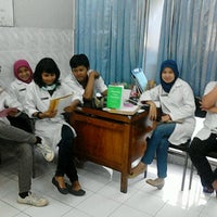 Photo taken at Klinik Hewan Kuningan FKH UGM by Indra D. on 2/6/2013