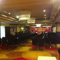Foto tomada en Ramada Manila Central por Burnie V. el 1/19/2013