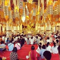 Foto tirada no(a) Wat Phra Singh Waramahavihan por สิบเอก บรรเจิด พิทยาประทีป em 12/31/2012
