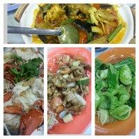 Photo taken at Restoran Sin Kuang by Kelvin O. on 1/21/2013