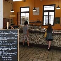 Foto diambil di Café Colombiano oleh Thiago W. pada 10/13/2018