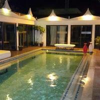 Photo taken at Hotel Villa das Arabias by Dennis J. on 7/17/2014