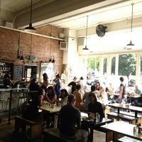 8/30/2013 tarihinde David G.ziyaretçi tarafından Oddfellows Cafe & Bar'de çekilen fotoğraf