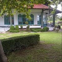 Photo taken at Rumah Makan Simpang Raya by Petang on 1/1/2013