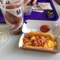 Photo taken at Taco Bell by Kern M. on 5/4/2014
